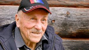 Sveitsiläinen opettaja, Saamen kulttuurin tuntija Hans Ulrich Schwaar, 93, haluaa elää loppuelämänsä Suomen Lapissa,