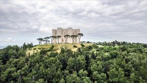 Castel del Monte, normannien linna Armiassa Italiassa. Kuva sarjasta Ellan matkassa