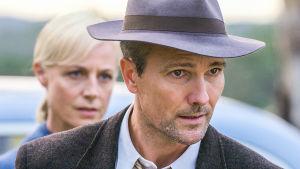 Kotiin takaisin -sarjassa näyttelee Craig Hall.