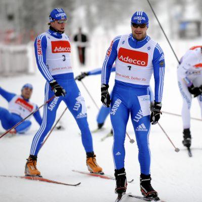 Aleksei Petuhov (etualalla) ja Nikita Krjukov (numero 3) olivat Saariselän FIS-hiihtojen monivuotisia kävijöitä. Kuvassa Petuhov voittaa vuoden 2008 sprintin ennen Krjukovia. Kaksikko voitti parisprintin MM-kultaa 2013 ja -hopeaa 2015. Krjukov saavutti lisäksi urallaan sprintissä muun muassa henkilökohtaisen olympiakullan 2010 ja maailmanmestaruuden 2013.