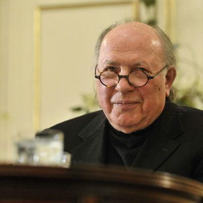 Den ungerske Nobelpristagaren i litteratur Imre Kertész har dött i en ålder av 86 år. Bilden är tagen 8 mars 2010.
