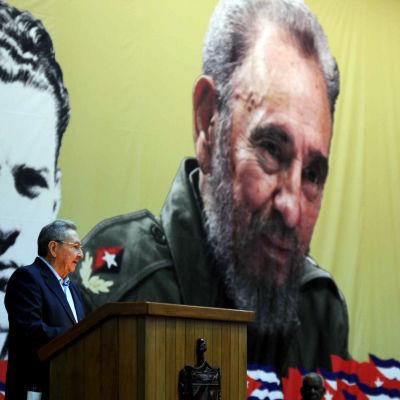 Kubas president Raúl Castro håller öppningstal vid det kubanska kommunistpartiets sjunde partikongress 16.4.2016