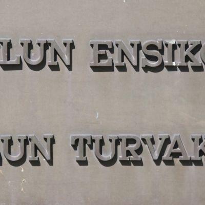 Oulun ensi- ja turvakodin kyltti.