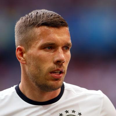 Lukas Podolski i den tyska landslagströjan.