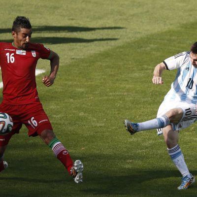 Messi skjuter ett skott
