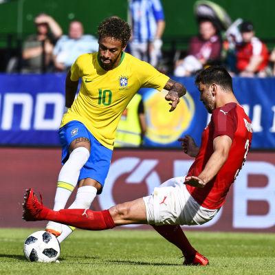 Neymar lurar Aleksandar Dragovic