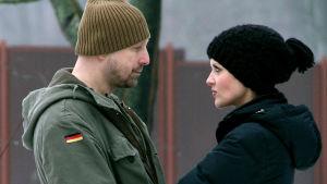 Mies ja nainen dokumentissa Rakkauden arvoitus