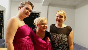 Mezzosopraano Anu Ontronen ja sopranot Sanna Matinniemi ja Veera Niiranen ovat kaikki opiskelemassa Itävallassa. Lisäksi he ovat hyviä ystäviä keskenään.