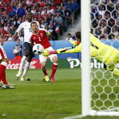 Paul Pogba hade en av de bästa chanserna i matchen, men Yann Sommer räddade.