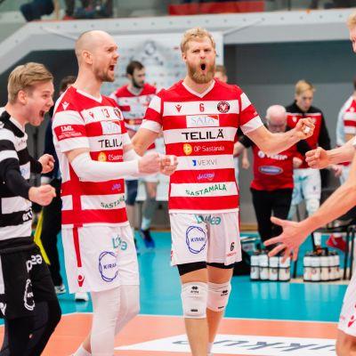 Lentopallon miesten Suomen Cupin finaali Tampereella Kauppi Sports Centerissä 19.1.2020. VaLePa tuulettamassa.