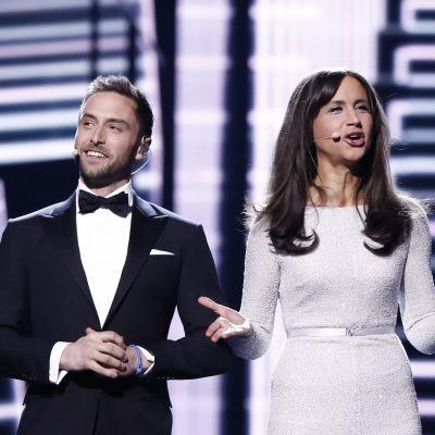 Måns Zelmerlöw och Petra Mede programleder Eurovisionen.