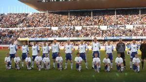 Suomen jalkapallomaajoukkue Helsingin olympiastadionilla pelissä Hollantia vastaan v. 2005.