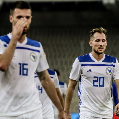 Riad Bajic och Izet Hajrovic efter förlusten mot Grekland.