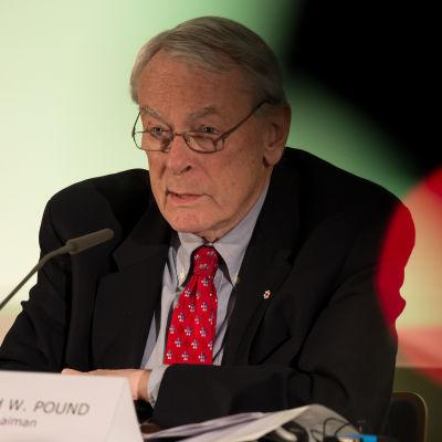 Wadakommissionens ordförande Dick Pound presenterade den andra rapporten på torsdagens presskonferens.