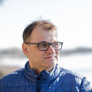 Juha Sipilä untuvatakissa