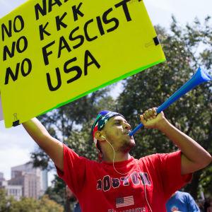 Tusentals demonstrerade i Boston.
