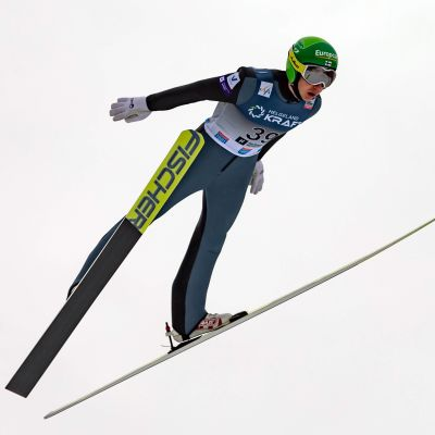 Ilkka Herola hoppar backe i Holmenkollen.