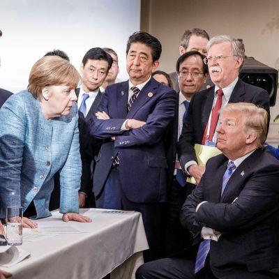 Suhteet perinteisiin liittolaisiin, kuten Saksan Angela Merkeliin, huononivat Trumpin kaudella.