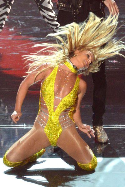 Britney Spears uppträder på scen.