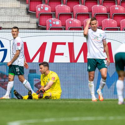 Werder Bremen-spelare deppar.