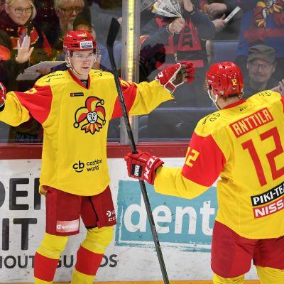 Halmeelle KHL-uran kolmas maali - näin Jokerit voitti Neftehimikin
