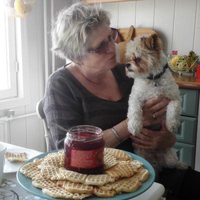 Eli Møllebakken-Byman i Vålax, Borgå tillsammans med sin hund