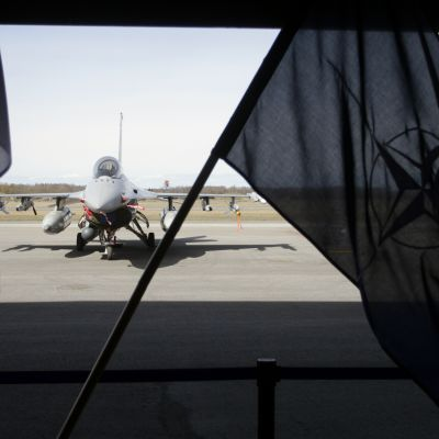 Danskt stridsflyg vid flygbas i Estland