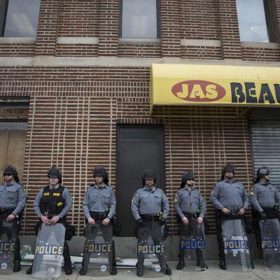 Poliser i Baltimore.