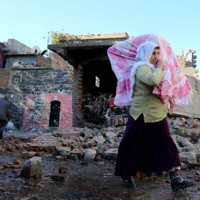 Invånare i Sur tvingades fly från sina hem på grund av strider mellan PKK och turkisk militär.