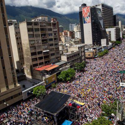 Oppositionen i Venezuela säger att en miljon mänskor deltog i demonstrationen mot presidenten. Regeringen säger att det rör sig om betydligt färre.