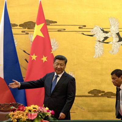 Filippinernas president Rodrigo Duterte meddelade om separationen från USA efter sitt möte med president Xi Jinping