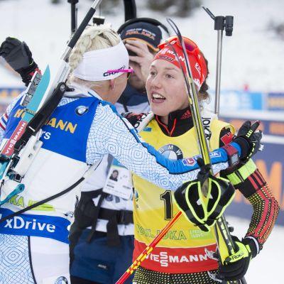 Kaisa Mäkäräinen och Laura Dahlmeier, Pokljuka, december 2016.