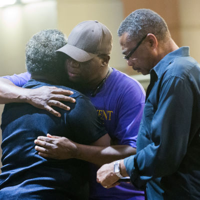 Nio människor dog efter massaker i kyrka i South Carolina.