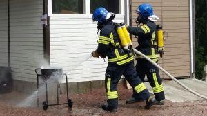 Brandsläckningsövning på FBK-läger i Bobäck 2016