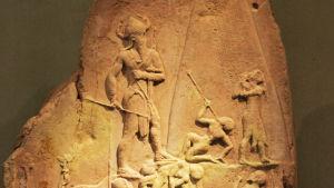 Kuningas Naram Sinin kunniaksi veistetty stela