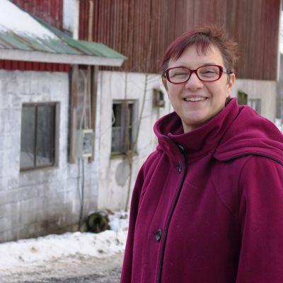 Christel Liljeström på sin gård nära Nickby