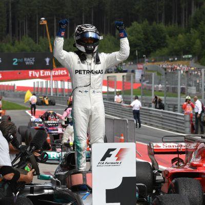 Valtteri Bottas firar seger