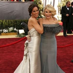 Melissa och Joan Rivers på röda mattan inför Oscarsgalan 2006.