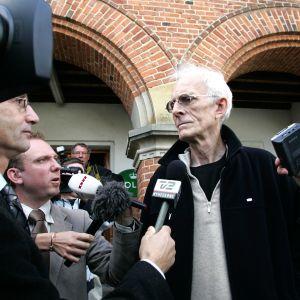 Mogens Amdi Petersen friades vid en rättegång om anklagelser för bedrägeri år 2006. Strax efter det lämnade han Danmark. Idag är han efterlyst av Interpol för grov skattesmitning och grov försnilling.