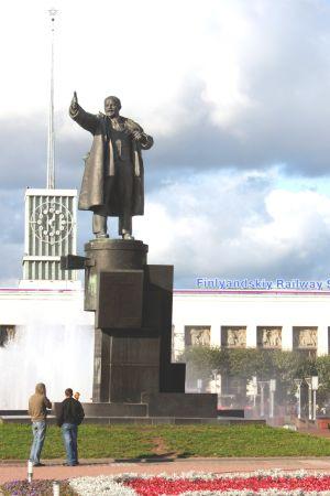 Leninin patsas ja Suomen asema Pietarissa