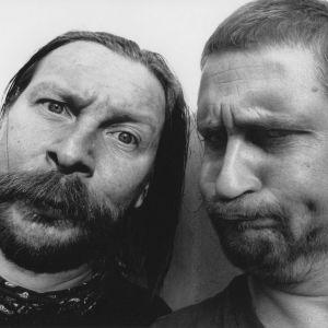 """Matti """"Peltsi"""" Pellonpää ja Kari """"Vänä"""" Väänänen olivat 1990-luvulla monasti äänessä radiossa."""