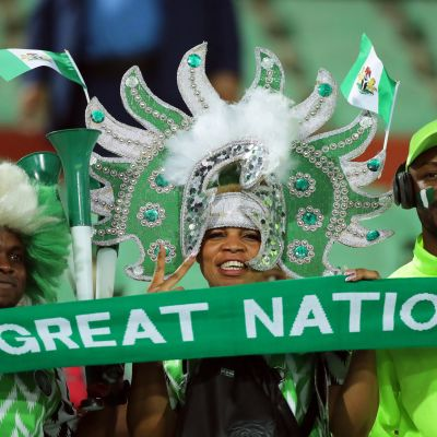 Nigerian kannattajat juhlivat Afrikan mestaruusturnauksen pronssia Kairossa.