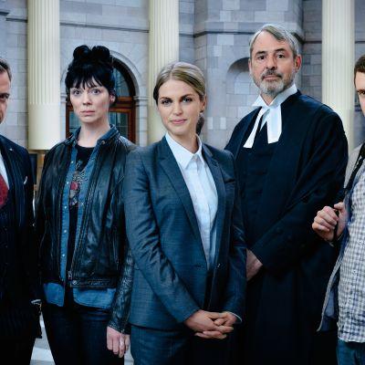 Uusi irlantilaissarja kertoo nuoresta asianajajasta, jonka ura ja elämä hajoavat hetkessä pirstaleiksi.