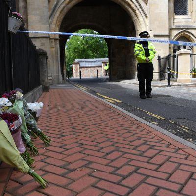 Readingin puukotus kukkia uhrien muistolle