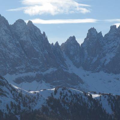 Dolomiittien kesytön ja kivinen luonto on kiehtova ja eksoottinen.