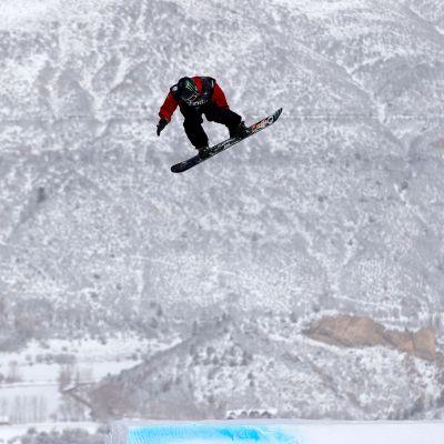 Rene Rinnekangas tyylitteli finaaliin lumilautailun MM-kisojen slopestylessa.