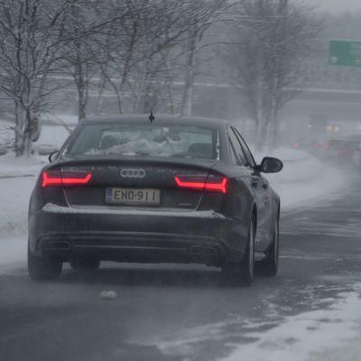 Bil i snöyra