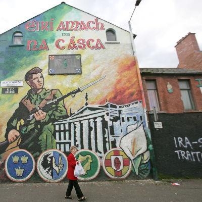 En mural i västra Belfast till minne av påskupproret 1916