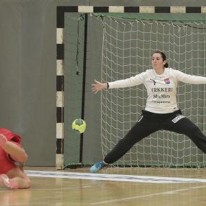 Sonja Koskinen stor i målet.