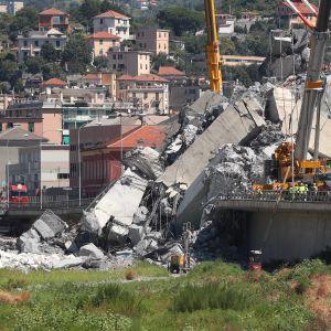 Den kollapsade bron i Genua, Italien.